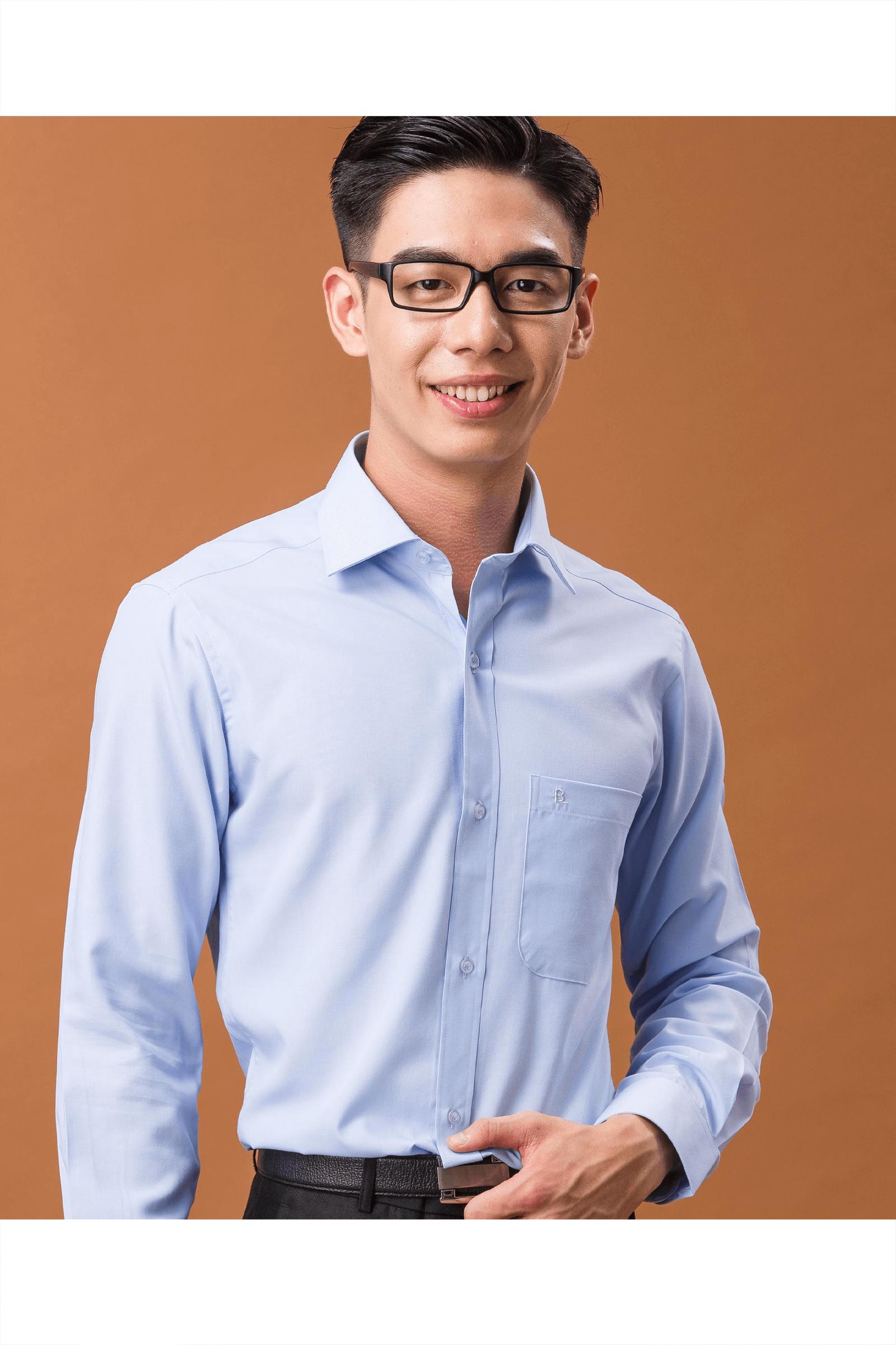 淺藍色素面長袖襯衫/抗皺 舒適透氣<br />
